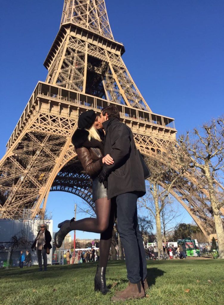couple photo eiffel tower